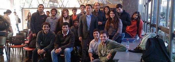 Ken Singer with Engineering UC students.